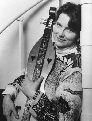 photo of sally rogers holding her dulcimer