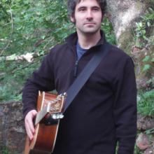 photo of David Serotkin and his guitar
