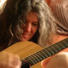 photo of Mary Shapiro playing guitar